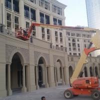 1l-Palazzo-Versace-Hotel--Boom-Lift-Installation.jpg